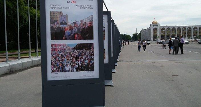 Ранее на центральной площади проводились фотовыставки, посвященные Международному женскому дню, Ноорузу, Апрельской народной революции и Дню Бишкека.