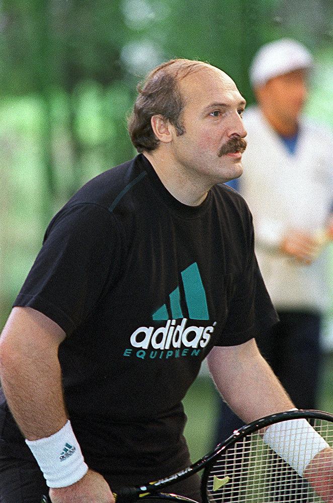 Президент Белоруссии Александр Лукашенко на теннисном корте