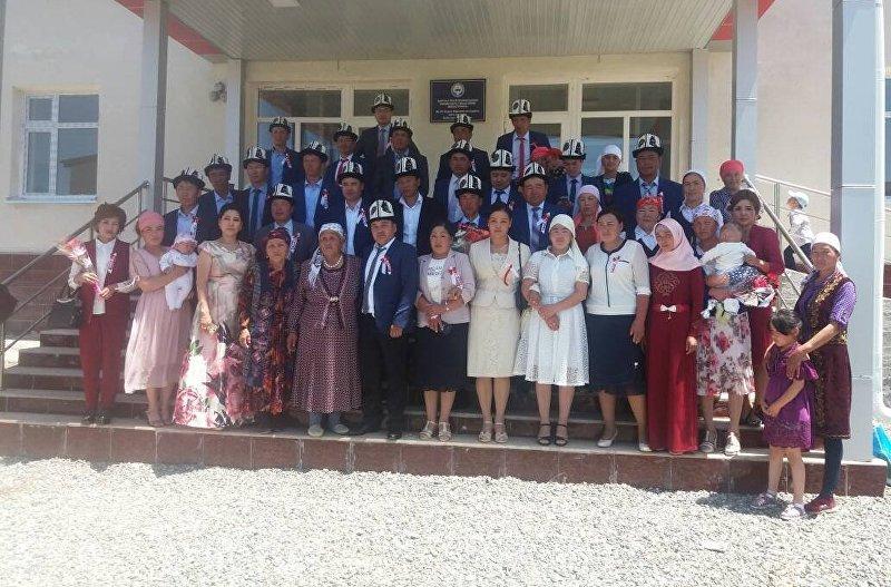 Выпускники окончившие 20 лет назад школу села Кабылан-Кол Алайского р-на
