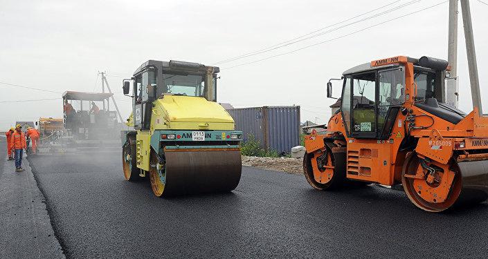 Данная технология ремонта дорог опробована на участке улицы Гагарина в жилом массиве Ак-Ордо.