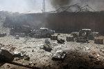 Поврежденные автомобили после взрыва на месте происшествия в Кабуле, Афганистан. 31 мая 2017 года