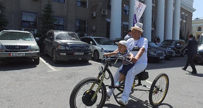 Бишкекчанин собрал электровелосипед и хочет на нем доехать до Астаны