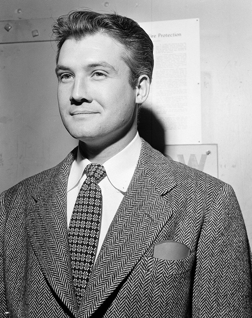 Американский актер Джордж Ривз, один из первых исполнителей роли Супермена в фильме Приключения Супермена (1951 год)