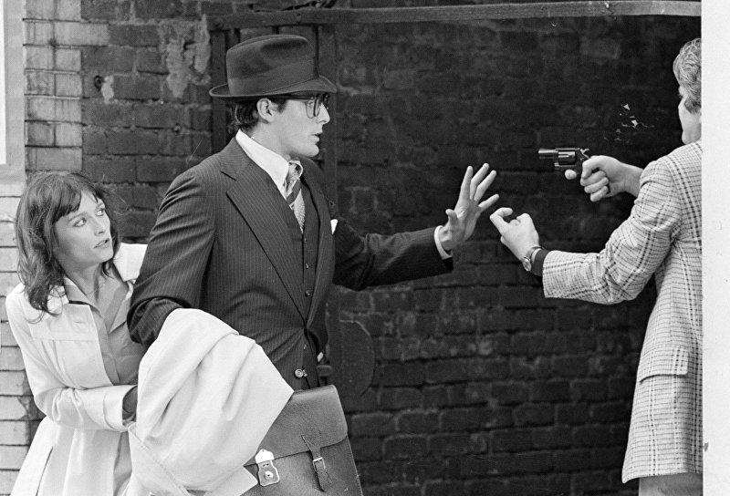 Съемки фильма Супермен. 1977 год. Американский актер Кристофер Рив в роли Кларка Кента (Супермена)