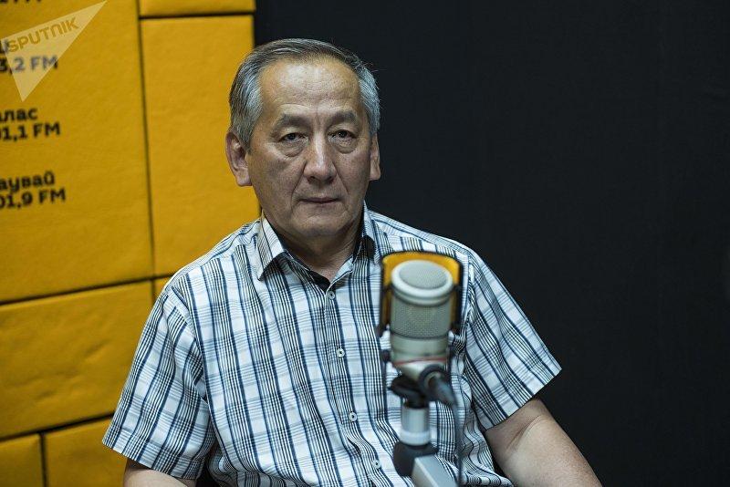 Бывший глава Центральной избирательной комиссии КР Акылбек Сариев во время интервью на радио Sputnik Кыргызстан