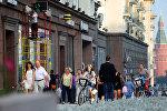 Москва шаарындагы жүргүнчүлөр. Архивдик сүрөт