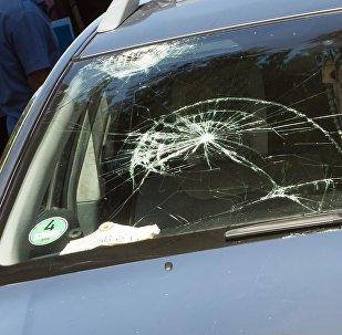 Разбитое лобовое стекло автомобиля. Архивное фото