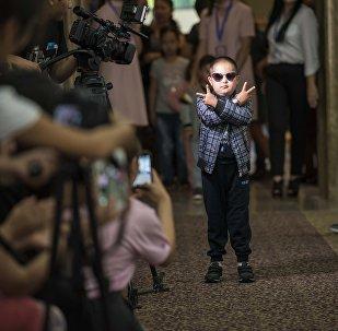 Показ детской моды с синдромом Дауна в Бишкеке