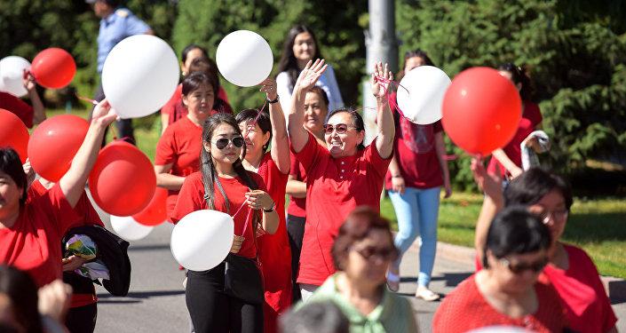 Акция-шествие Кызыл койнок (Красное платье) в Бишкеке