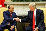 АКШнын президенти Дональд Трамп Вьетнамдын премьер-министри Нгуен Суан Фук менен жолугушту