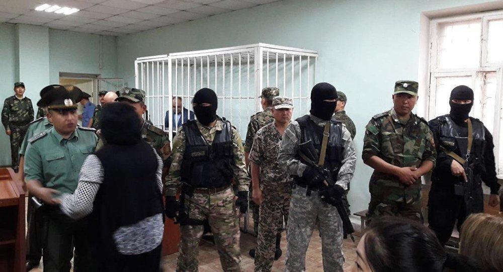 УКМК кызматкерлери Текебаевдин сотунда
