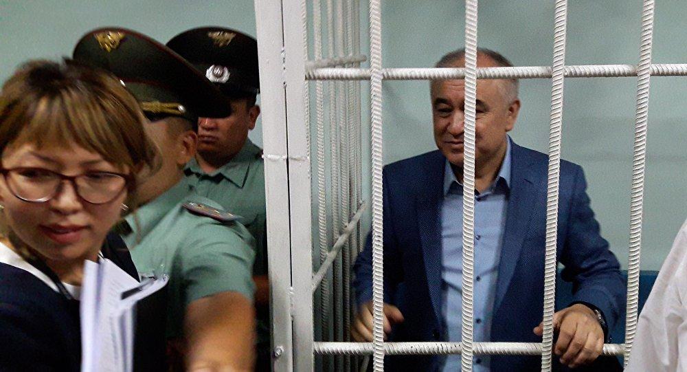 Жогорку Кеңештин депутаты Өмүрбек Текебаев сот залында