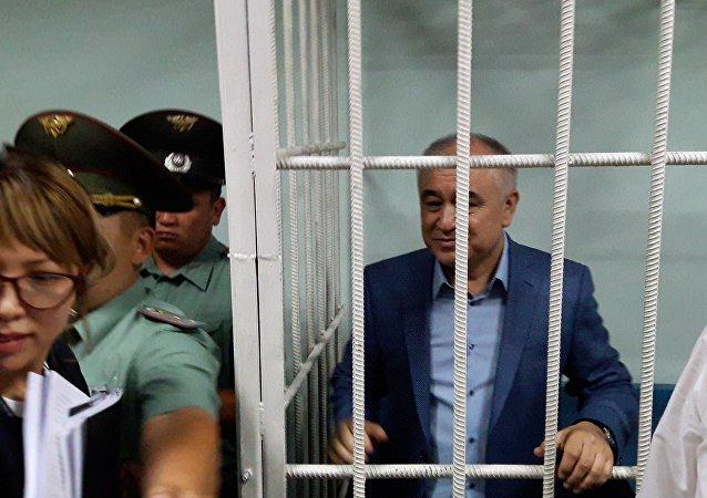 Судебный процесс по делу лидера партии Ата Мекен Омурбека Текебаева и экс-посла КР Дуйшенкула Чотонова