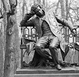 Памятник Александру Сергеевичу Пушкину в городе Пушкине. Архивное фото