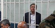 Экс-посол Дуйшенкул Чотонов за решеткой в Первомайском районном суде Бишкека