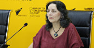 Филолог Элеонора Прояева во время видеомоста в мультимедийном пресс-центре Sputnik Кыргызстан