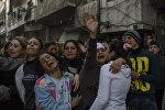 Родственники погибших и раненых во время террористического акта в центре города Хомс. 12 декабря террористы взорвали заминированный автомобиль рядом с больницей аль-Ахли.