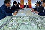 Кыргыз Республикасынын президенти Алмазбек Атамбаев өлкөнүн саламаттык сактоо министрлигине караштуу Улуттук онкология борборун капиталдык оңдоодон өткөрүү, модернизациялоо жана жабдуулар менен камсыз кылуу маселеси боюнча кеңешме өткөрдү