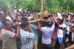 Шри-Ланканын тургундары узундугу 5 метрден ашкан крокодил таап алышты