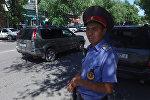 Бишкектик инспектор эмнеге нөшөргө карабай жол кыймылын жөнгө салганын айтып берди