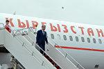 Президент Кыргызской Республики Алмазбек Атамбаев во время прибытия с рабочим визитом в город Астану Республики Казахстан. Архивное фото