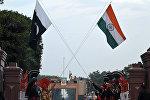 Индия жана Пакистан желектери. Архивдик сүрөт