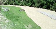 Авлетим айыл аймагынын Авлетим дарыясынын суунун деңгээли көтөрүлүп күйдүргү жарасы менен ооруган мал-жан көмүлгөн, жээкке жакын жайгашкан жерге чейин жетти