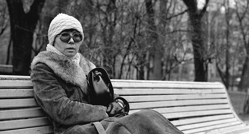 Кыргызстандын кинотармагында эмгектенген атактуу режиссер Динара Асанованын архивдик сүрөтү