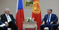 Президент Кыргызской Республики Алмазбек Атамбаев в рамках рабочего визита в город Астану Республики Казахстан встретился с Президентом Чешской Республики Милошем Земаном.