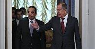 Министр иностранных дел РФ Сергей Лавров (справа) и министр иностранных дел Катара Мухаммед Аль Тани во время встречи в Москве.