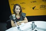 КТРКнын Ала-Тоомаалымат программасында диктор Нуржан Ташполот кызы маек учурунда