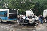 Последствия массового ДТП с участием автобуса городского маршрута в Алматы