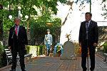 Премьер-министр Сооронбай Жээнбеков менен Бириккен Улуттар Уюмунун баш катчысы Антониу Гутерриш Ош коогалаңында каза болгондорду эскеришти.