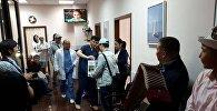 Москвада кыргызстандык мигранттар кайрымдуулук жарамазанын айтып, андан түшкөн каржататты мээ рагына кабылган Мухидин Ибрагимовдун ата-энесине беришти