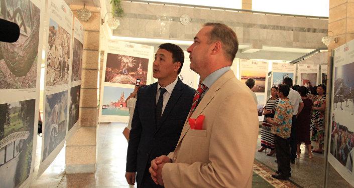 Фотовыставка организована Центральноазиатским представительством Российской газеты в Кыргызстане совместно с мэрией Оша