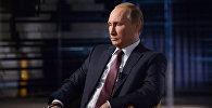 Президент РФ Владимир Путин во время интервью. Архивное фото