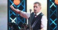 Лидер группы Любэ, народный артист России Николай Расторгуев во время выступления. Архивное фото