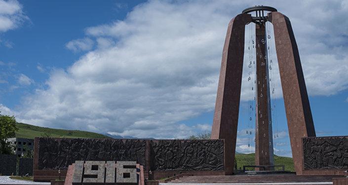 1916-жылдагы Үркүн трагедиясына арналган мемориалдык комплекс. Былтыр, 2016-жылы улуу Үркүн трагедиясынын 100 жылдыгына карата орнотулган