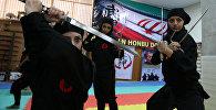 Иранские женщины-ниндзя демонстрируют свои навыки в клубе боевых искусств в городе Карадж. Архивное фото