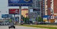 Уличная реклама в Санкт-Петербурге. Архивное фото