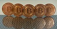 Монеты криптовалюты Биткоин. Архивное фото