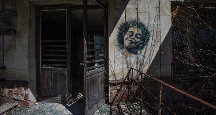 Рисунок на стене дома. Архивное фото