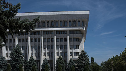 Здание Жогорку Кенеша в центре столицы. Архивное фото