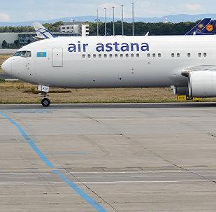 Самолет авиакомпании Air Astana в аэропорту. Архивное фото