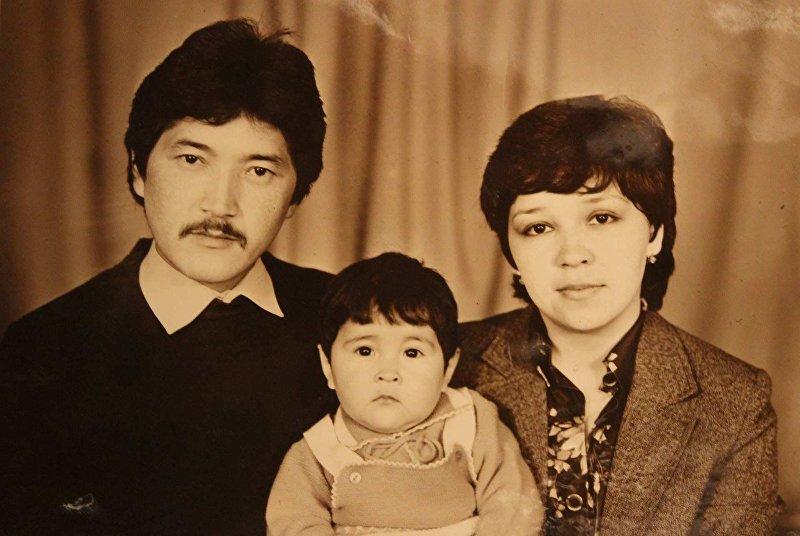 Капитан команды Азия MIX Элдияр Кененсаров с родителями