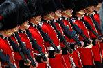 Улуу британиянын гвардиячылары Лондондо парад учурунда
