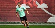 Криштиану Роналду (Португалия) на тренировке перед началом турнира Кубка конфедераций по футболу 2017.