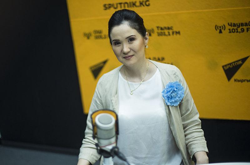 Косметолог с 15 летним стажем Айнура Сагынбаева во время интервью Sputnik Кыргызстан
