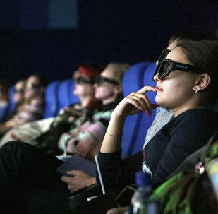 Зрители сидят в кинозале. Архивное фото