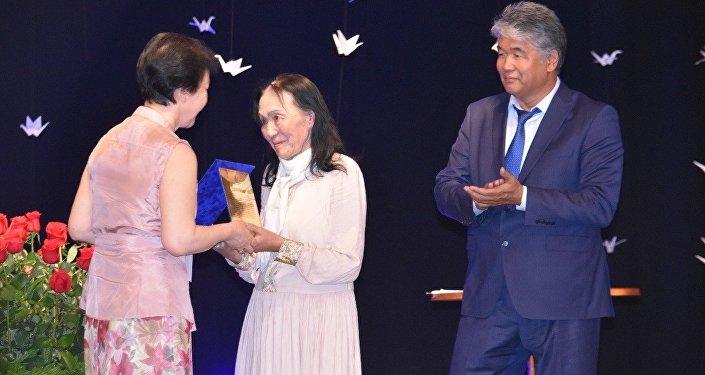 Кыргызстанцы представили психологическую драму Илегилек (Белый аист) писателя-драматурга Султана Раева.